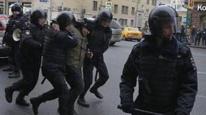 Mosca, nuovi cortei di protesta: decine di arresti (foto Ansa)