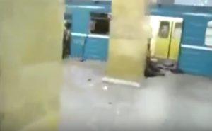 YOUTUBE San Pietroburgo, i feriti a terra in metro dopo l'esplosione