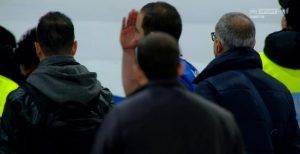 Gonzalo Higuain bacio verso la tribuna dopo Napoli-Juve (FOTO)