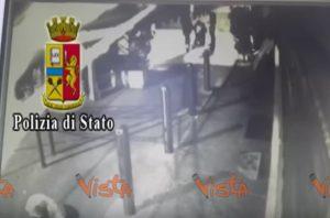 YOUTUBE Anthony Aiello confessa. Il video dell'omicidio di Yaisy BonillaYOUTUBE Anthony Aiello confessa. Il video dell'omicidio di Yaisy Bonilla