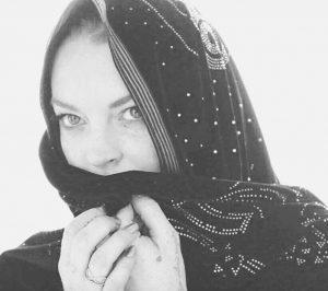 Lindsay Lohan in spiaggia in burkini
