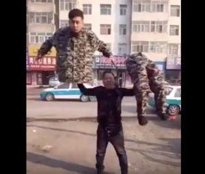 YOUTUBE Cina, gioco di magia finisce male: trucco svelato