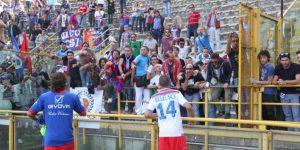 Catania-Cavese, scontri tra tifosi a Messina: ferita una ragazza