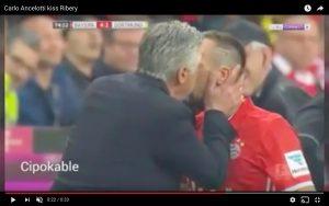 YouTube, Carlo Ancelotti bacia Ribery: francese era furioso dopo cambio