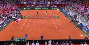 YouTube, Mahut colpisce pallina da tennis dalla tribuna: sfiora colpo dell'anno