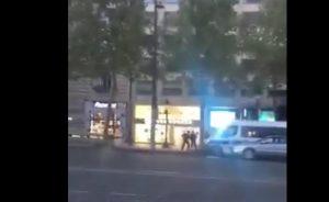 YOUTUBE Attentato a Parigi, sugli Champs Elysées: uomo colpisce poliziotti con kalashnikov