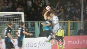 Atalanta-Juve, rigore negato ai bianconeri: netto fallo con la mano di Toloi
