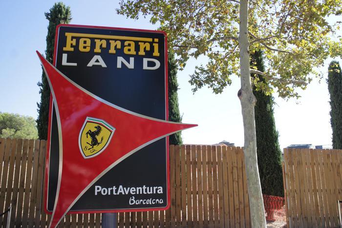 Tarragona (Spagna), montagne russe a forma di Ferrari6