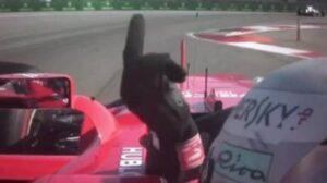 YOUTUBE F1 Gp Russia, Vettel fa il dito medio a Massa