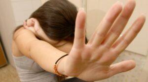 Scafati (Saperno): abusa della figlia minorenne e non le dà cibo, padre condannato a 8 anni