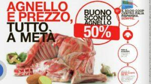 Pasqua, Coop pubblicizza agnelli a metà prezzo. Animalisti insorgono
