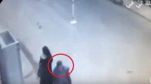 YOUTUBE Alessandria d'Egitto, ecco il kamikaze fuori dalla chiesa prima di farsi esplodere