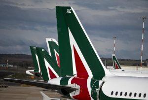 Sciopero Alitalia 5 aprile: 24 ore di stop, cancellati il 60% dei voli