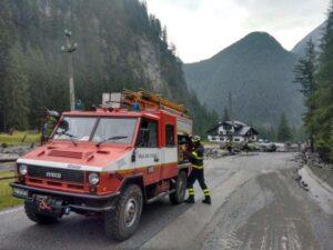 Udine, crolla masso su auto in strada tra Resiutta e Resia: ferito conducente