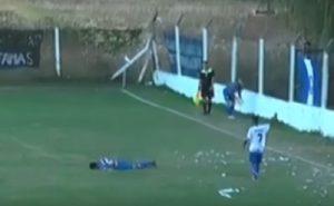 Argentina: i tifosi lanciano sassi contro i calciatori avversari