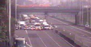 Autostrada A1, auto contro un pullman: gravissimo un ragazzo, autostrada in tilt