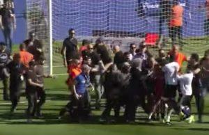 YOUTUBE Bastia-Lione: ultras di casa aggrediscono calciatori ospiti nel riscaldamento