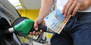 """Benzina e diesel, i nuovi rincari TotalErg e Q8. Sul portale del Mise l'app """"OsservaPrezzi"""" città per città"""