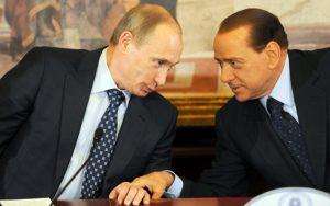 """San Pietroburgo, Berlusconi a Putin: """"La forza della Russia non sarà mai piegata"""""""