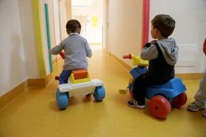 Razzismo già dalla culla: a 6 mesi i neonati sviluppano i pregiudizi razziali