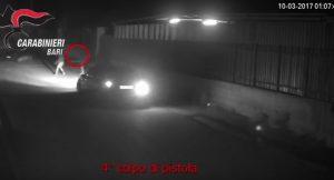 YOUTUBE Bitonto: padre e figlia sparano a ex di lei che era appartato in auto con un'altra