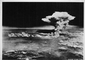 Bombe atomiche e unico vero dio, l'incoscienza di noi contemporanei