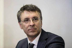 Raffaele Cantone ridimensionato con un comma. Governo riduce i poteri di Anac. Di chi la manina?