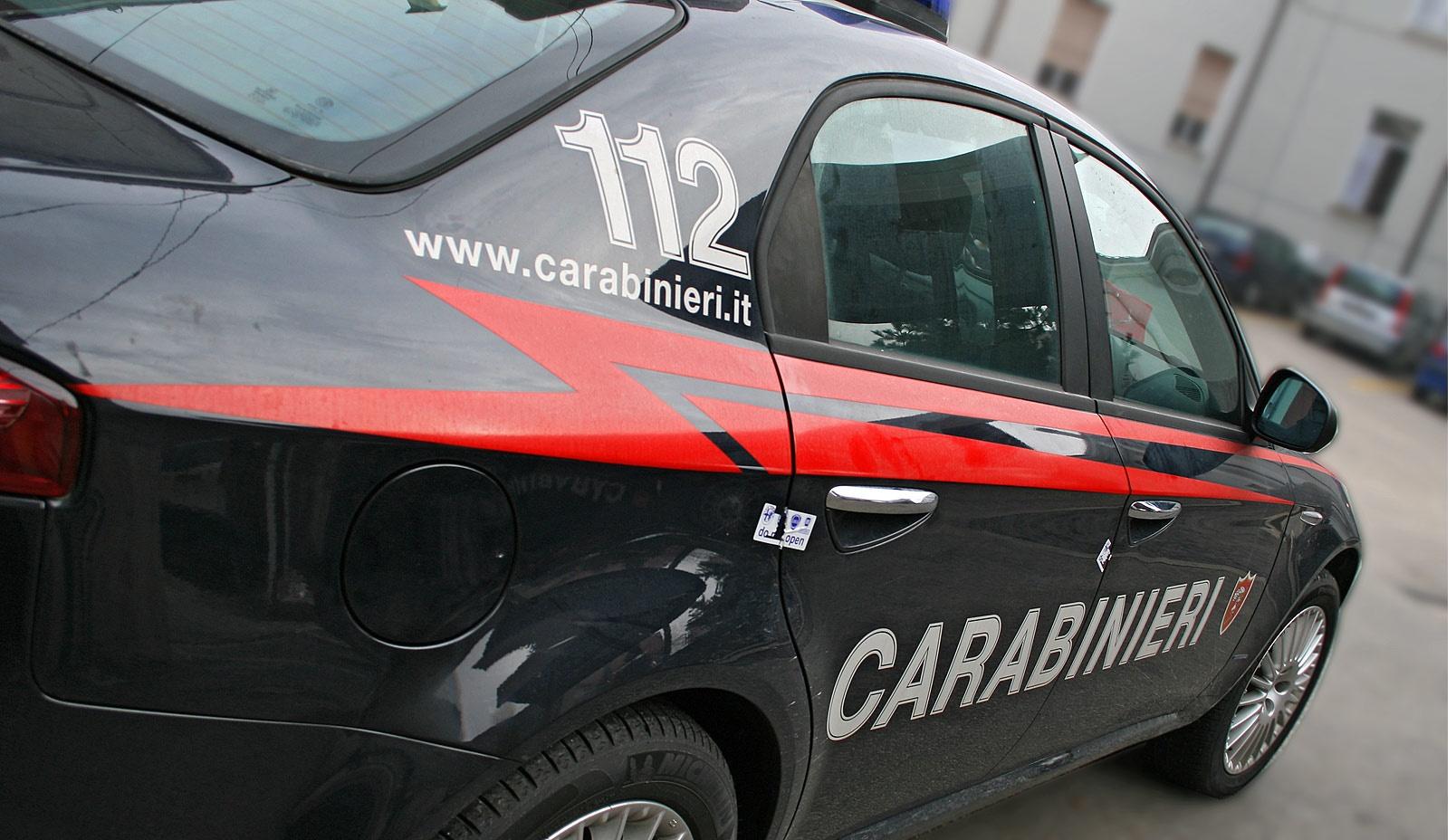 Lugo: 19enne trovato in auto forse morto in un altro luogo