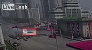 YOUTUBE Corea del Nord: carrarmato si rompe durante la parata e...