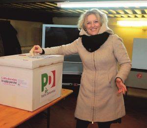 Claudia Ceroni deve allattare: risatine e battutine in consiglio comunale a Dozza