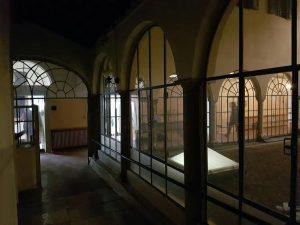 Schio, fanno le pulizie e trovano tesoro nascosto nel muro del chiostro di San Francesco