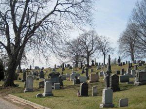 New York, furto al cimitero: rubata bara con il corpo di una suora