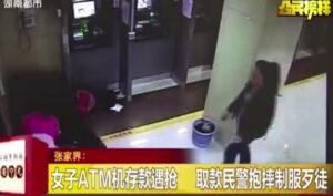 Rapina donna al bancomat: poliziotto fuori servizio arresta ladro