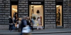 """Burberry via Condotti, """"vatti a fare una scop... zitella di mer..."""": la denuncia di una commessa"""