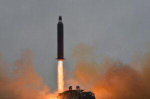 Corea del Nord lancia un nuovo missile balistico. Test fallito