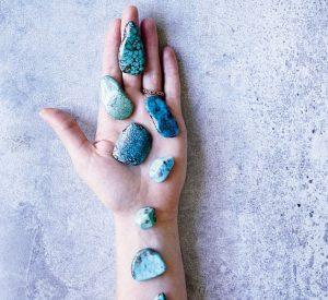 Cristalli in rinascita: da accessori a pietre mistiche, ecco come usarli