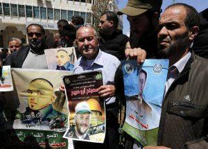 """Israele, migliaia di detenuti in sciopero della fame. Il leader Barghouti: """"Ci torturano"""""""