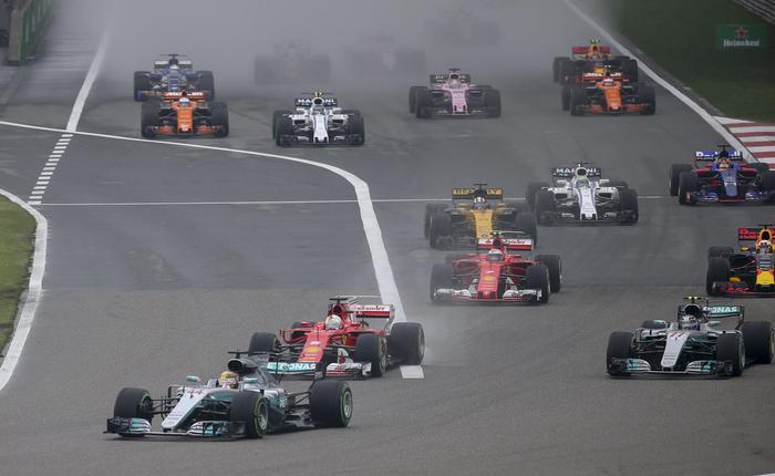 Formula 1, Gp Cina: vince Hamilton, seconda la Ferrari di Vettel01