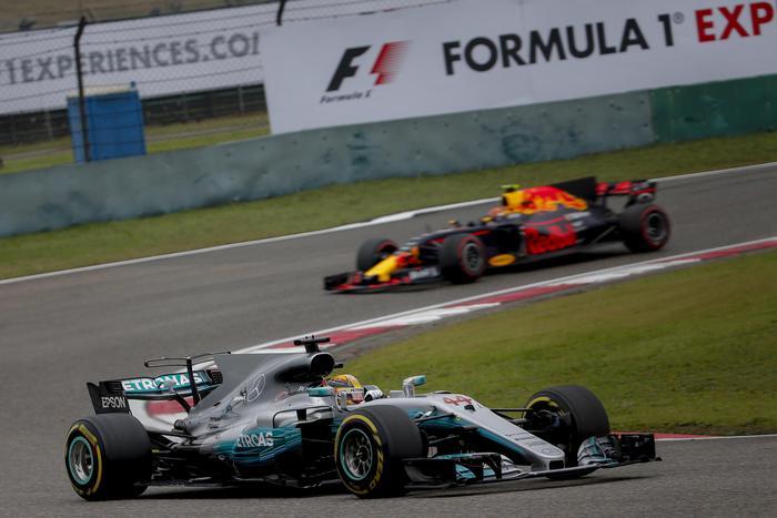 Formula 1, Gp Cina: vince Hamilton, seconda la Ferrari di Vettel02