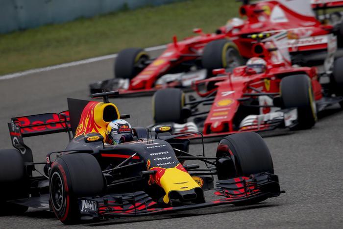 Formula 1, Gp Cina: vince Hamilton, seconda la Ferrari di Vettel03