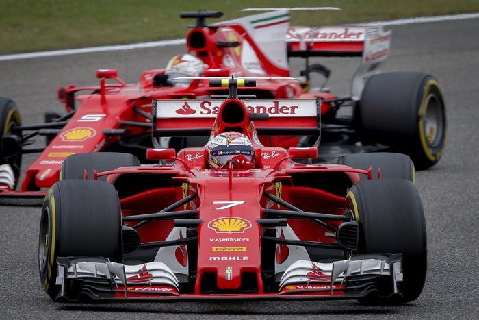 Formula 1, Gp Cina: vince Hamilton, seconda la Ferrari di Vettel04