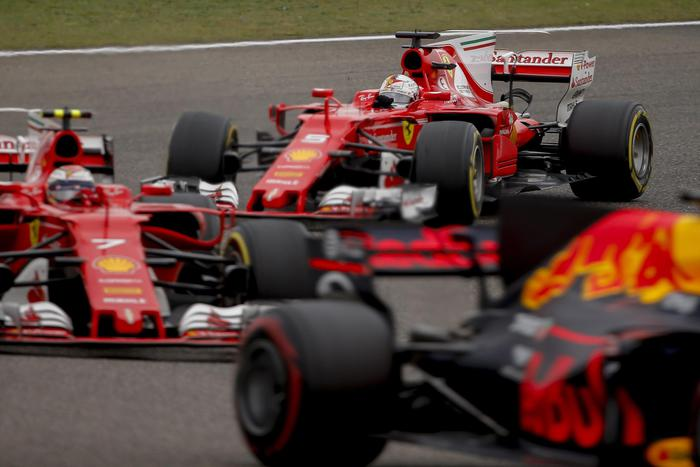 Formula 1, Gp Cina: vince Hamilton, seconda la Ferrari di Vettel06
