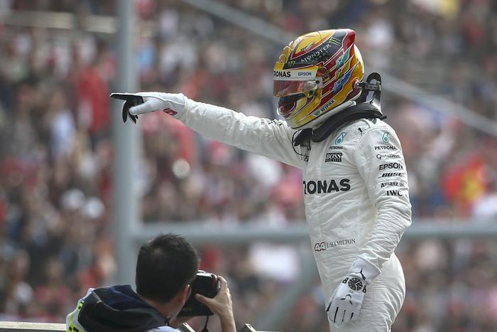 Formula 1, Gp Cina: vince Hamilton, seconda la Ferrari di Vettel08