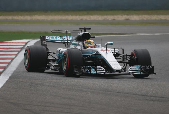 Formula 1, Gp Cina: vince Hamilton, seconda la Ferrari di Vettel09