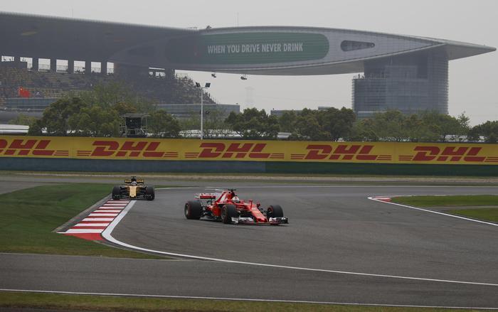 Formula 1, Gp Cina: vince Hamilton, seconda la Ferrari di Vettel10