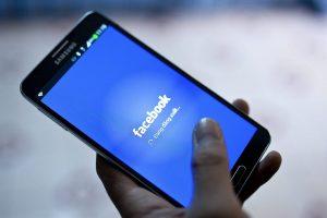 Facebook non rimuove il video degli abusi sul bimbo: rischia pesanti multe