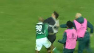 YOUTUBE Felipe Melo fuori di testa in campo: rifila un cazzotto all'avversario, scoppia rissa