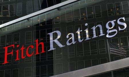 """Fitch abbassa il rating dell'Italia a BBB: """"Rischio governo debole e populismo"""""""