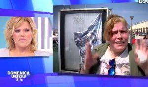 """Floriana Secondi e la madre a Domenica Live: """"Bugiarda, non mi rompere le p..."""""""