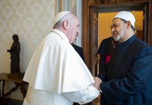 Papa Francesco in visita in Egitto. Già un mese fa allarme dei servizi